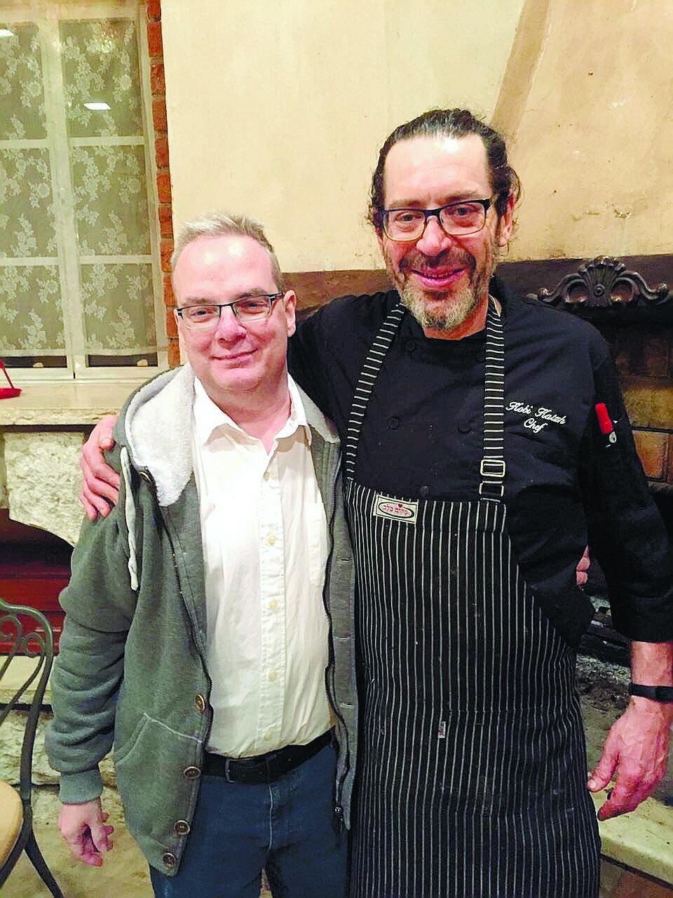 אייל דותן והשף של מסעדת מקום בלב