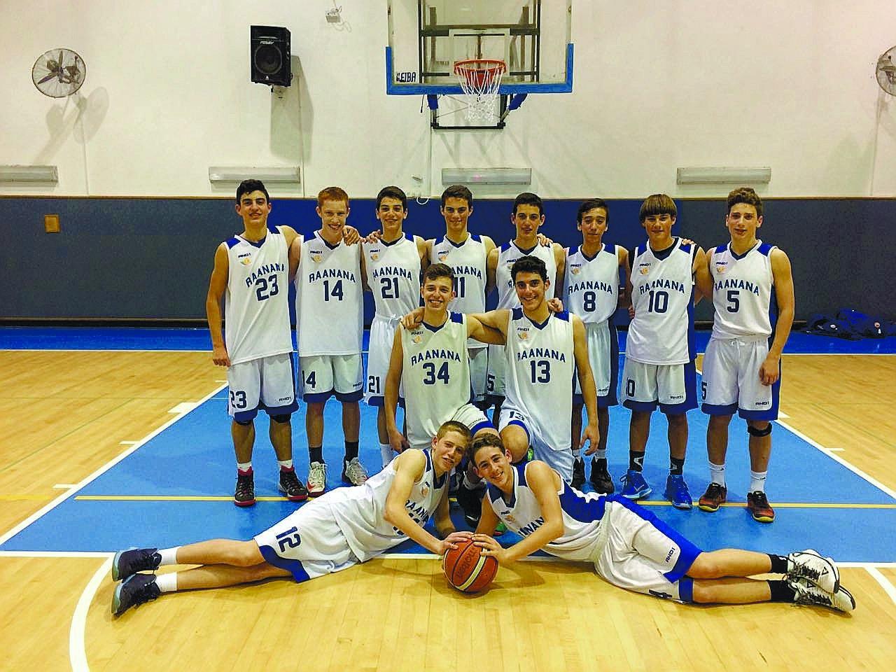 קבוצת נערים ב' של עירוני רעננה צילום: באדיבות קבוצת נערים ב' של עירוני רעננה