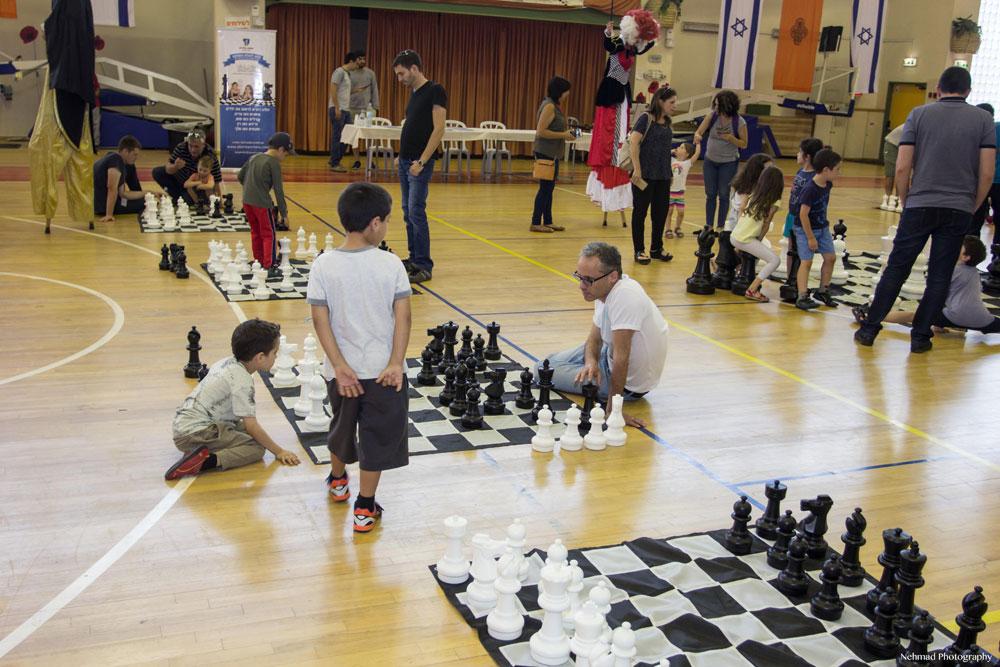 משתתפי הפנינג השחמט. צילום: אנדרי נחמד