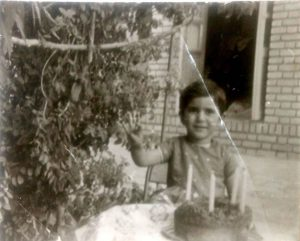 """האמא בגיל שלוש שנים באיראן. צילום: פרטי באדיבות דו""""צ"""