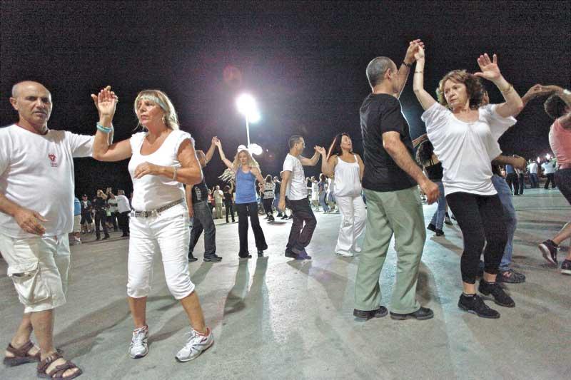 ריקודי עם. צילום ניר כפרי