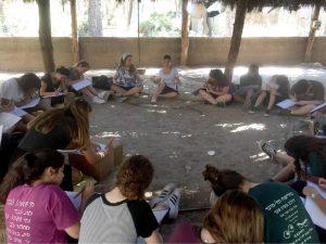 """תלמידות י""""ב אמי""""ת רננים מסיימות תיכון בסדנת מנהיגות. צילום: אורלי אשכולי"""