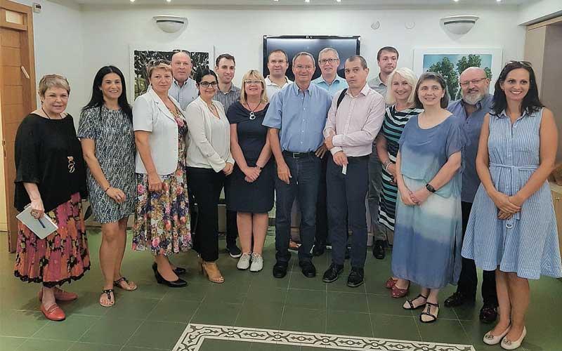חברי המשלחת הצ'כית עם בכירי העירייה: צילום דוברות רעננה