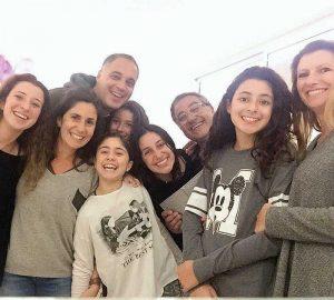 מוריאל בנסמון (השנייה משמאל) ומשפחתה