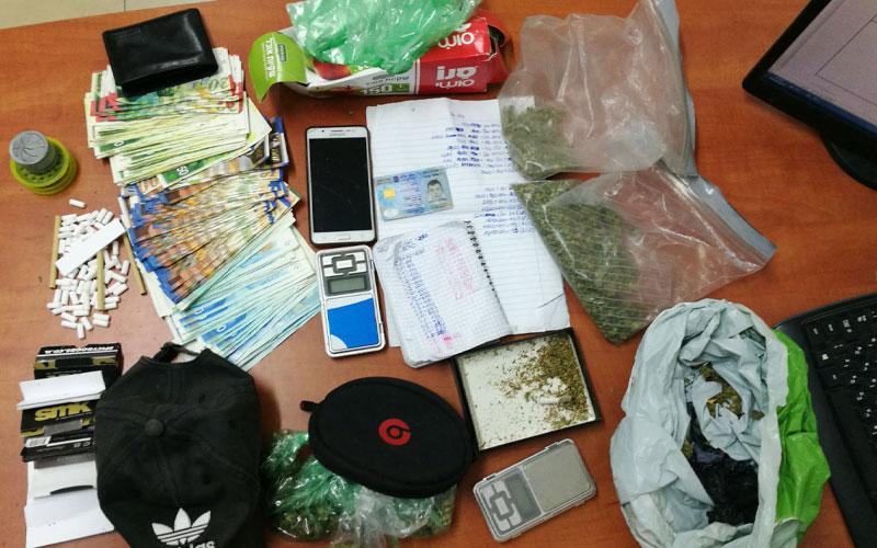 הסמים והכסף שנמצאו ברשותו של הנאשם. צילום: דוברות המשטרה