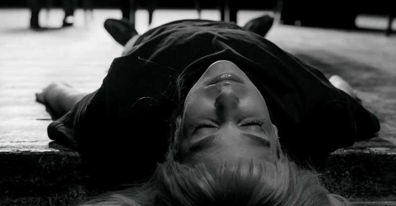 דנה דבורין בהצגה. צילום יפעת גבאי
