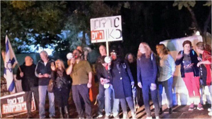 ההפגנה אתמול מול ביתו של בנט