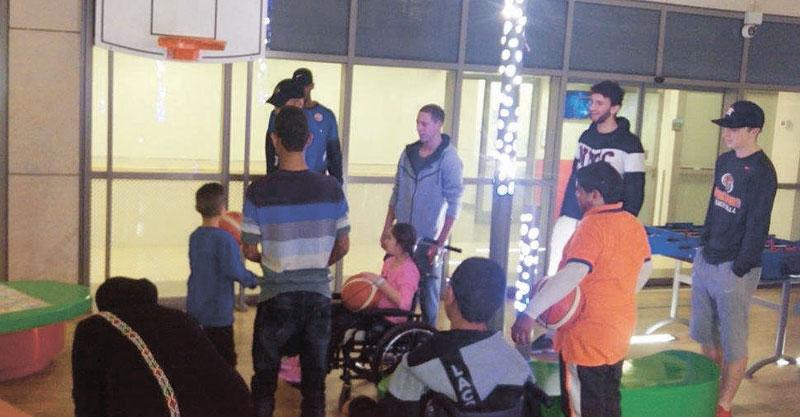שחקני קבוצת הכדורסל בבית לוינשטיין. צילום: אורלי אביסדריס