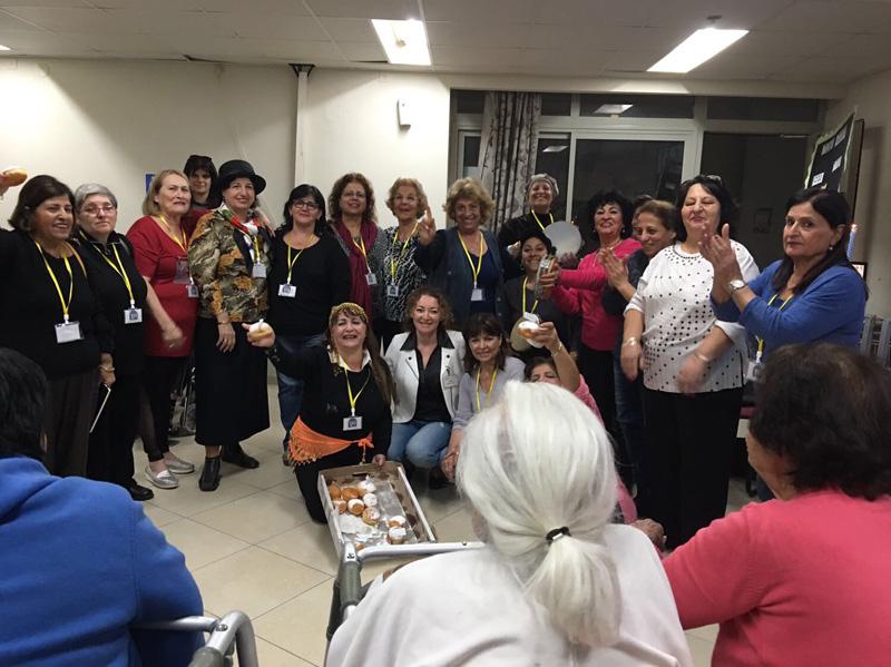 נשות קרן מיראז׳ ברעננה במסיבת החנוכה שעשו בעמל בשרון. צילום קרן מיראז׳ ישראל