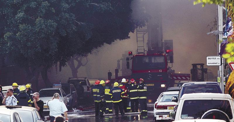 שריפה באזור התעשייה רעננה. צילום עזרא לוי