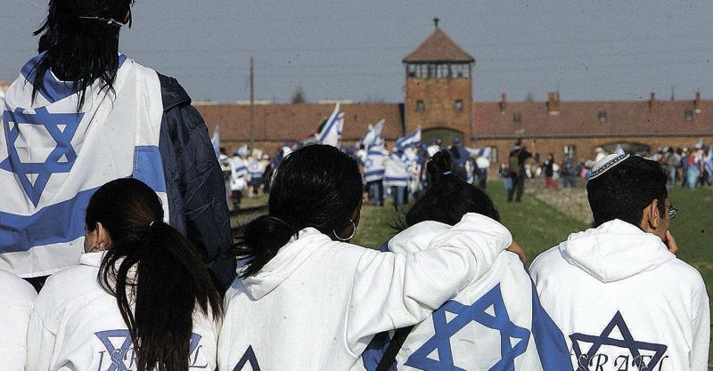 מחנה אושוויץ. צילום janek skarzynski