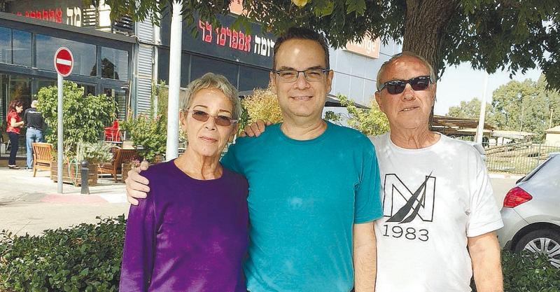 אייל דותן ובני משפחתו