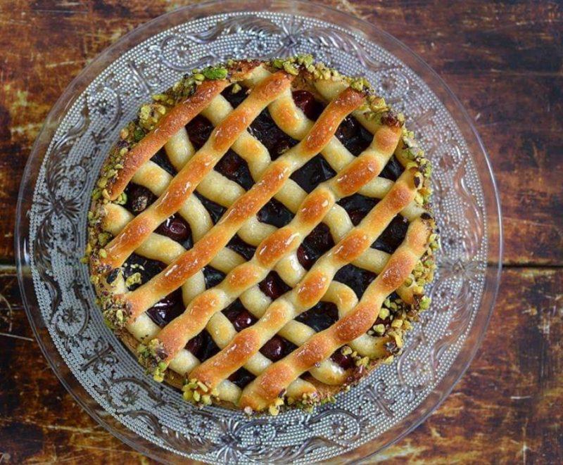 עוגת פטל מרציפן. קרדיט צילום: שי בן אפרים