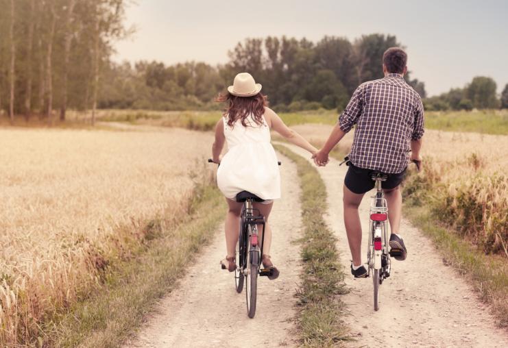 משאל זוגות צעירים (מאגר שאטרסטוק)