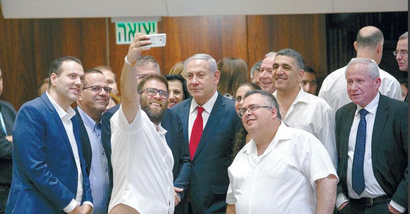 בנימין נתניהו וחברי הכנסת לאחר שעבר חוק הלאוםצילום אוליבייה פיטוסי