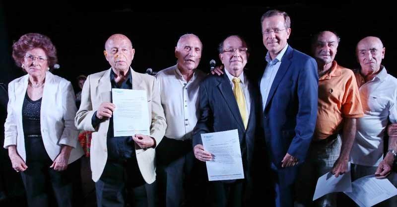 """יו""""ר הסוכנות היהודית יצחק בוז'י הרצוג ולשמאלו יוסי פוזיילוב"""