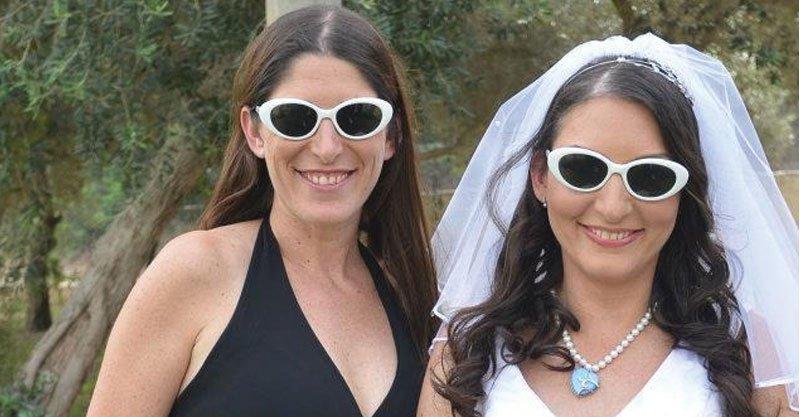 """מימין:אופירה טופ-סלומון, שרון גורמן ז""""ל ביום חתונה של אופירה. צילום באדיבות המשפחה"""