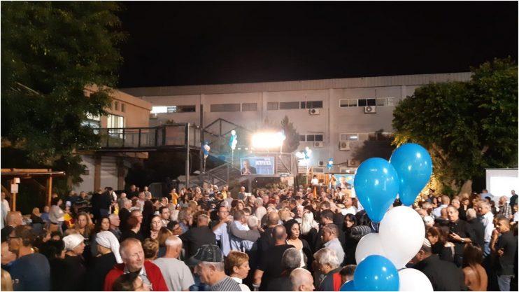 הקהל בחגיגות הניצחון של חיים ברוידא