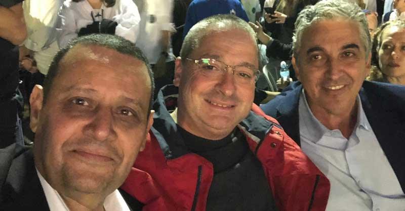 שבת ארגון של בני עקיבא. מימין - ראש העיר הנבחר חיים ברוידא, ניר קריסטל ואלי אלוש צילום אלי אלוש