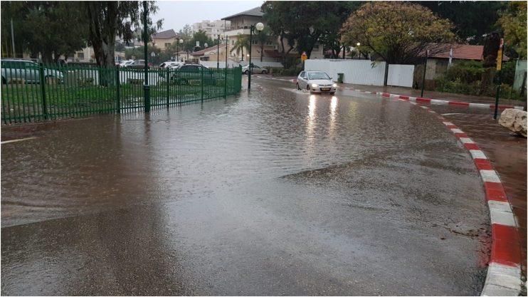 אחרי הגשם, רחוב איזי שפירא. צילום רונן מקובר