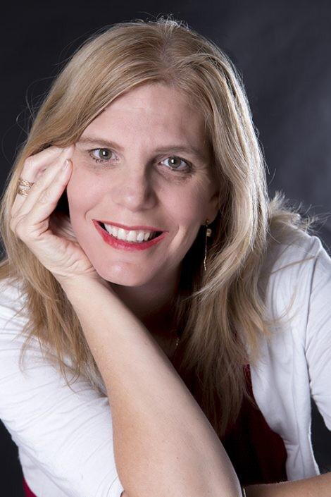 איילת גרוזניק כתב- מרצה, מנחת קבוצות ויועצת אישית ועסקית. צילום: מלי לוי.