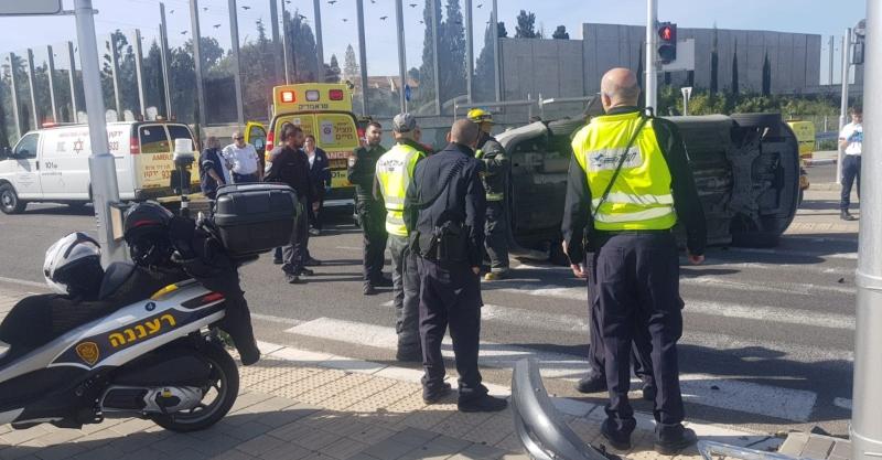 תאונת דרכים במחלף ירושלים. קרדיט: דוד חזרתי