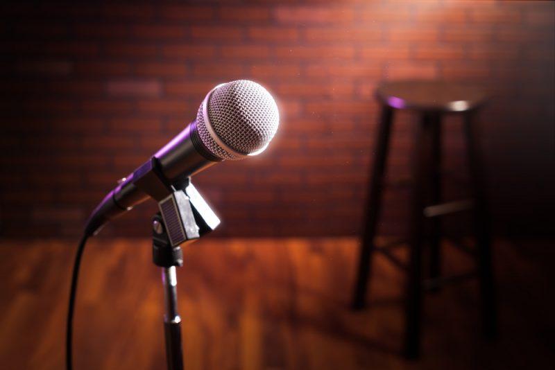 איילת גרוזניק כתב – עסקים, החיים והצחוק שביניהם. תמונה ממאגר Shutterstock