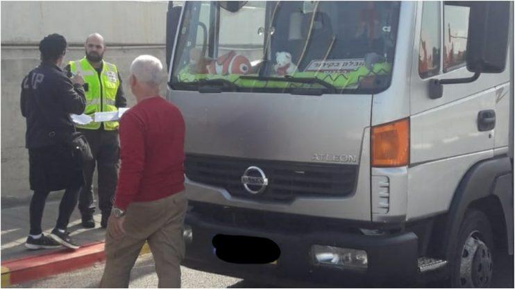משאית שנבדקה במסגרת מבצע האכיפה. צילום דוברות עיריית רעננה