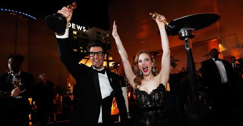 גיא נתיב וג'יימי ריי ניומן מקבלים את הפרס צילום MARIO ANZUONI/רויטרס
