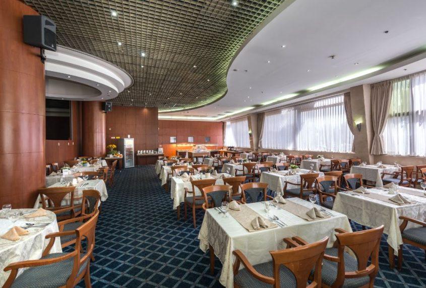 """חדר האוכל ב""""עד 120"""". צילום: שי איבגין"""