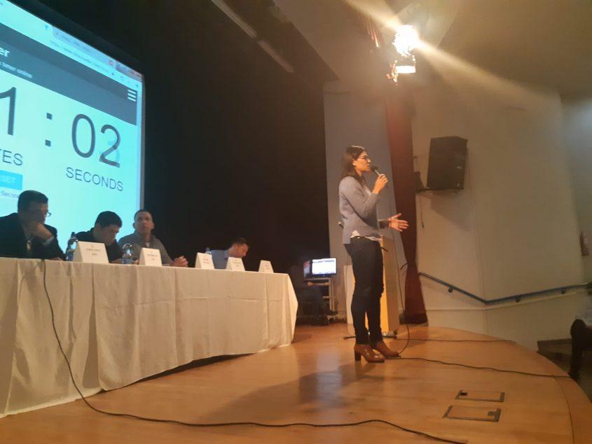 מיכל הירש נגרי בבחירות הנוער.