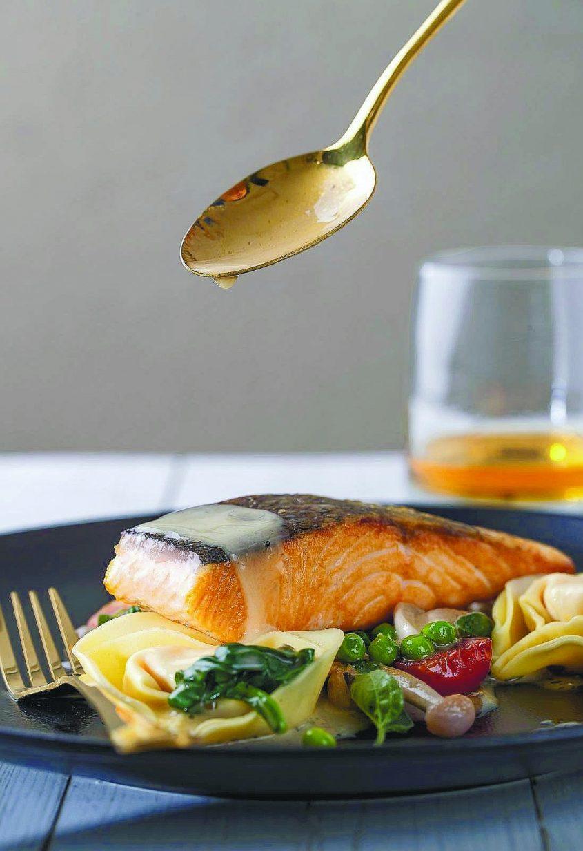 מגזין מתכונים. סלמון פרימוורה באדיבות מסעדת מנדרין על האגם רעננה
