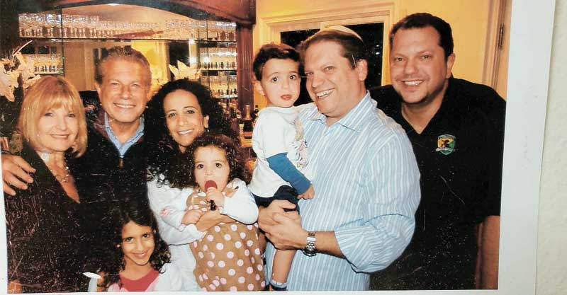 משפחת בורשטיין מימין-אדם,פיטר,ארי,אלה,כרמית,מיה, מייק,ציונה