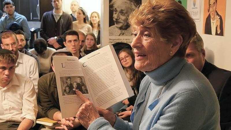 ניצולת השואה רחל רות באירוע זיכרון בסלון צילום שחר פלד
