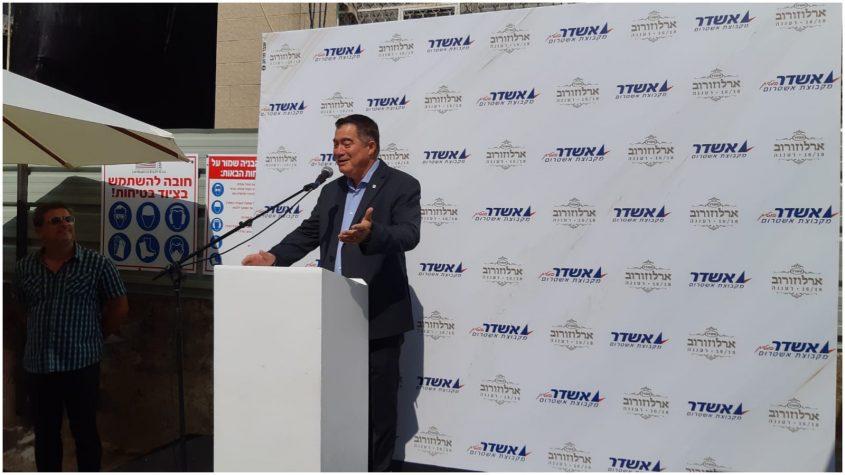 ראול סרוגו, נשיא התאחדות בוני הארץ, בטקס הריסת הבניין בארלוזורוב 18