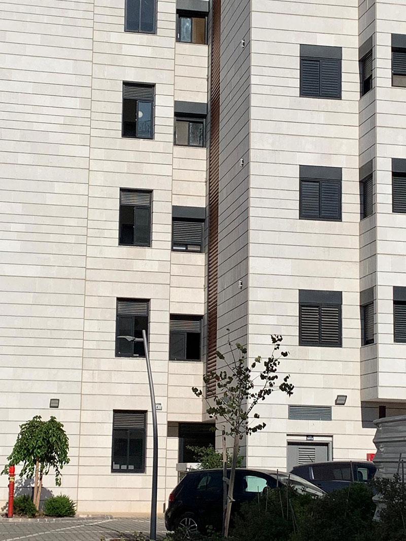 בניין עופרה חזה 4