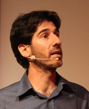 עידן צ'רני: הרצאות מעולם אחר. צילום עצמי
