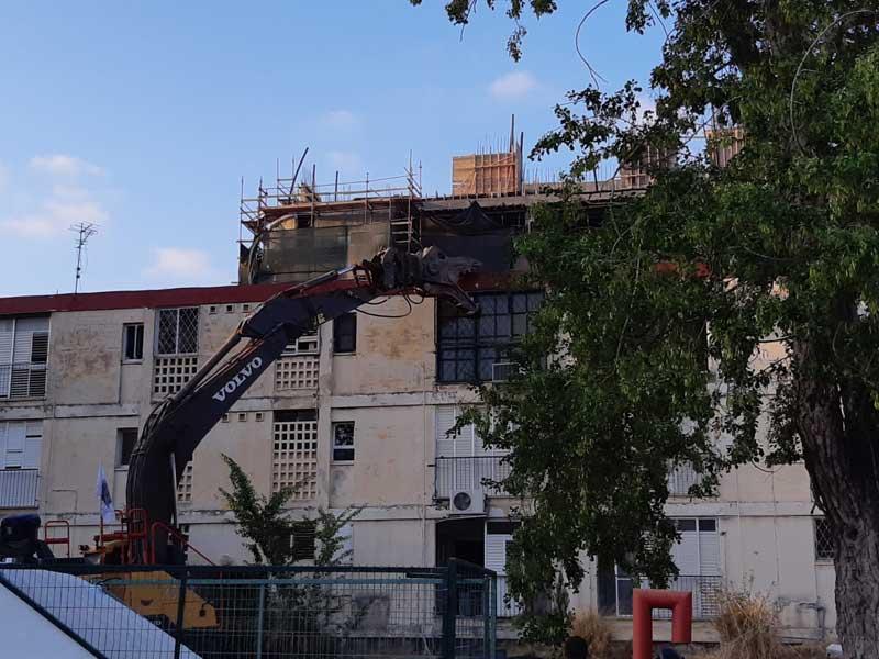הריסת אחד הבניינים בברנדייס במסגרת פרויקט בינוי פינוי