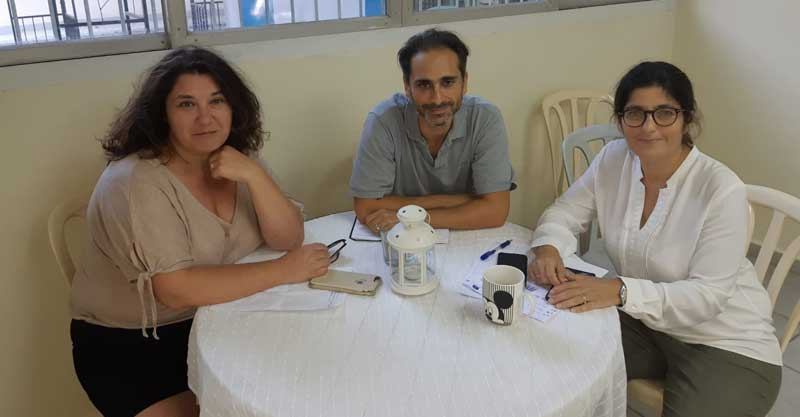 מימין: מרים סטרוק, סטיב אוחנה וקארן שורקי