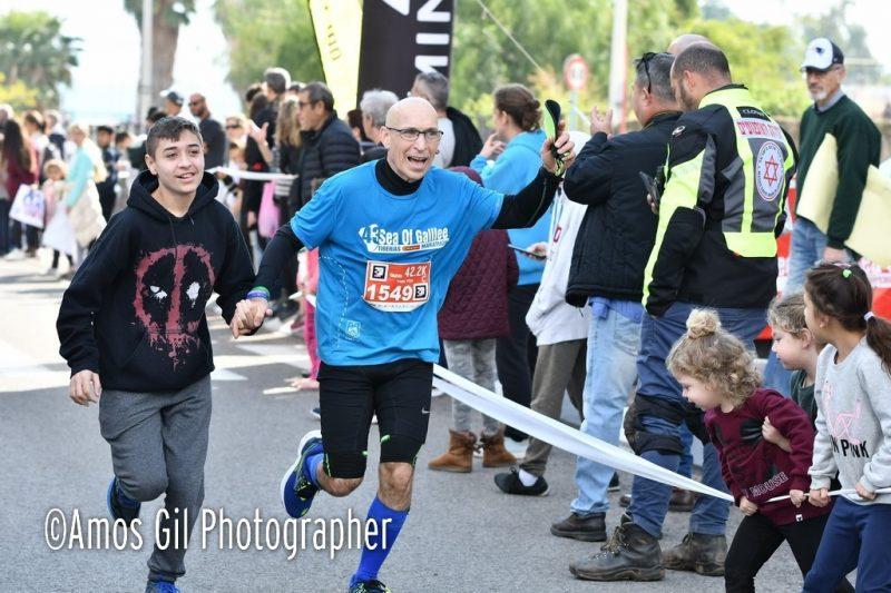 אמיר מאיר בסיום מרוץ מרתון אמסטרדם (צילום: עמוס גיל)