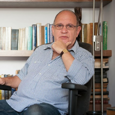הפסיכולוג הקליני מיכאל מרכוס - מטפל בהיפנוזה. צילום עצמי