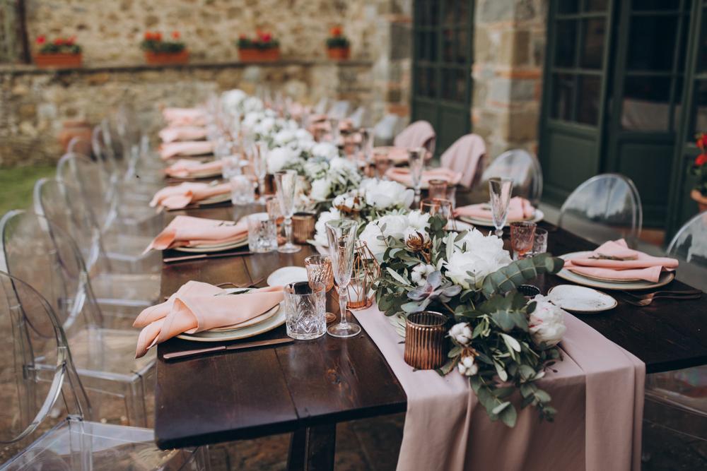 טיפים לעיצוב שולחן החג. (Shutterstock) צילום: Alex Gukalov