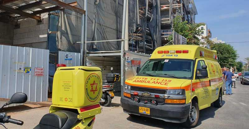 האתר ברחוב קזן ברעננה בו נפל פועל אל מותו צילום: סאמר מנסור, תיעוד מבצעי מד״א