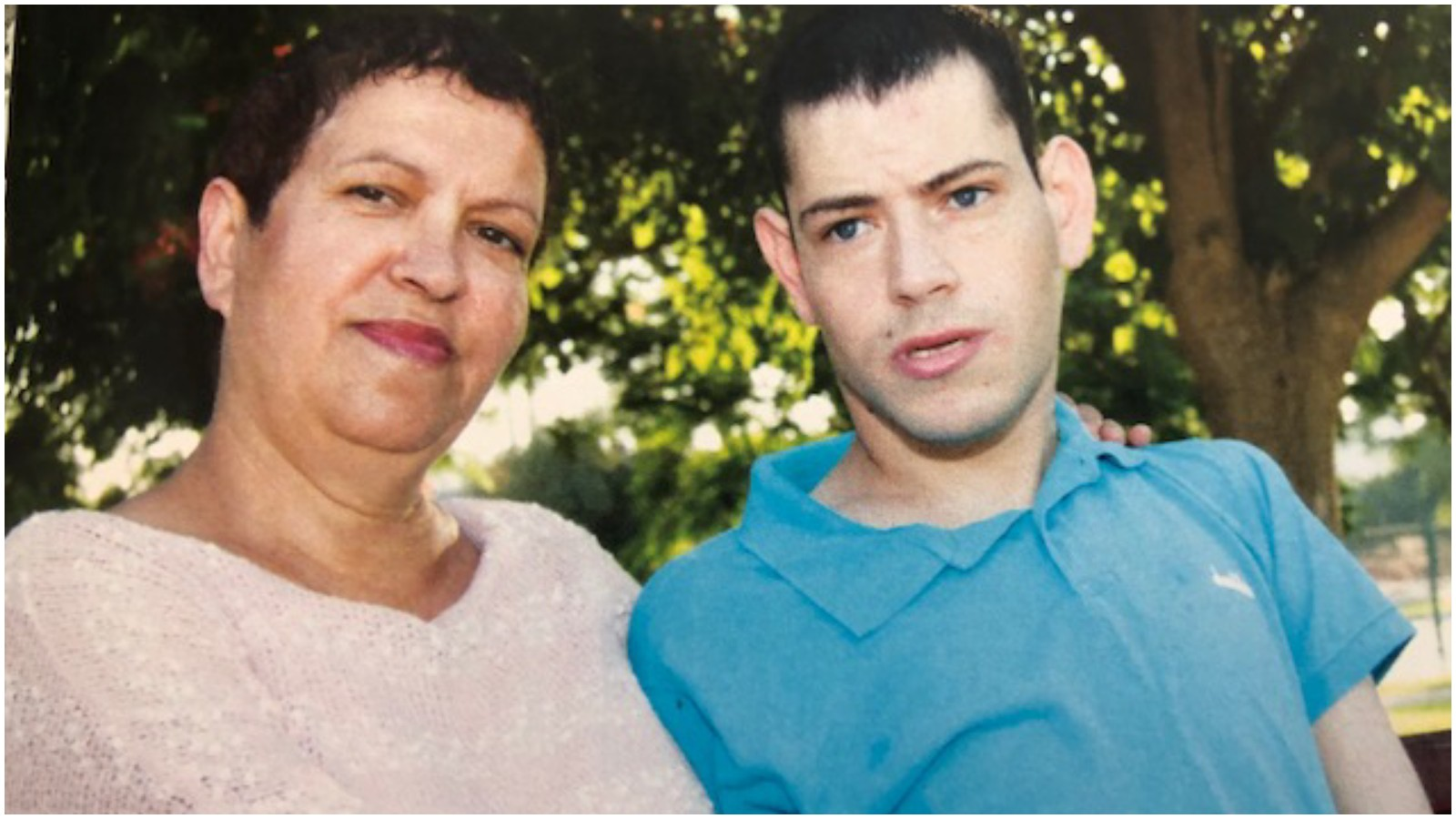 ישראלה רינגהאם-לוי והבן תומי. צילום אורלי לנדאו
