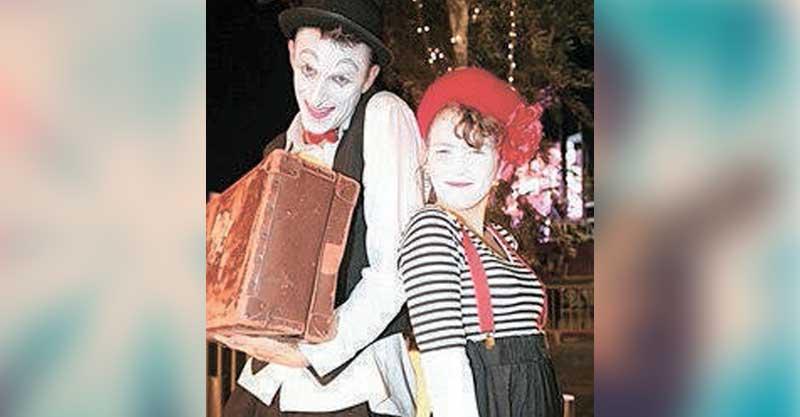 פסטיבל תיאטרון רחוב במתחם אושילנד כפר סבא סוכות צילום גובהטרון