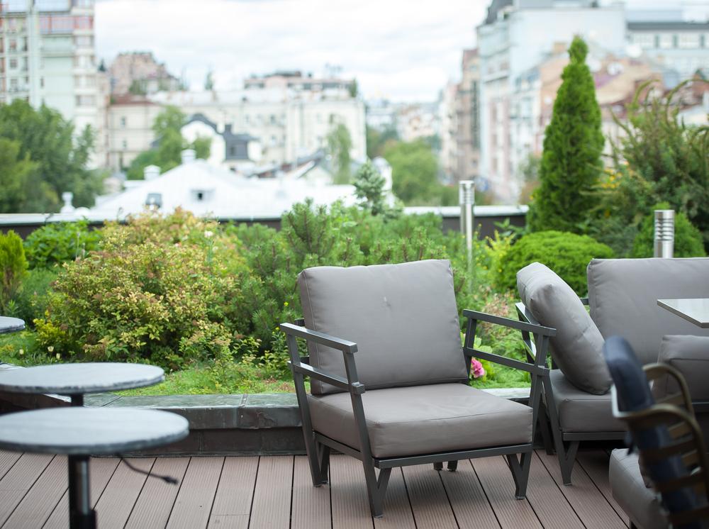 עיצוב גינות גג (Shutterstock) צילום: Sharomka