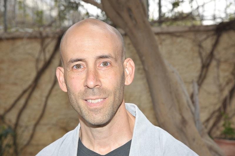 תמיר קורן. למד תורת זן מניסים אמון בשנות התשעים והוסמך למטפל בקורס הראשון בארץ. צילום: אורלי דניאלי