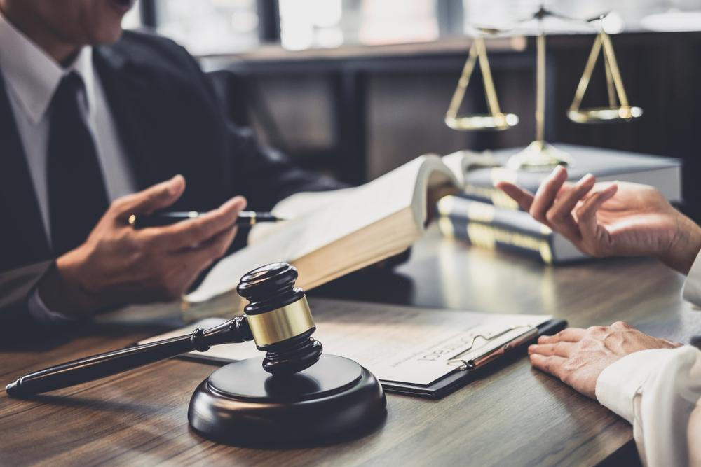 עורך דין מומלץ ברמת גן (Shutterstock) צילום: Freedomz