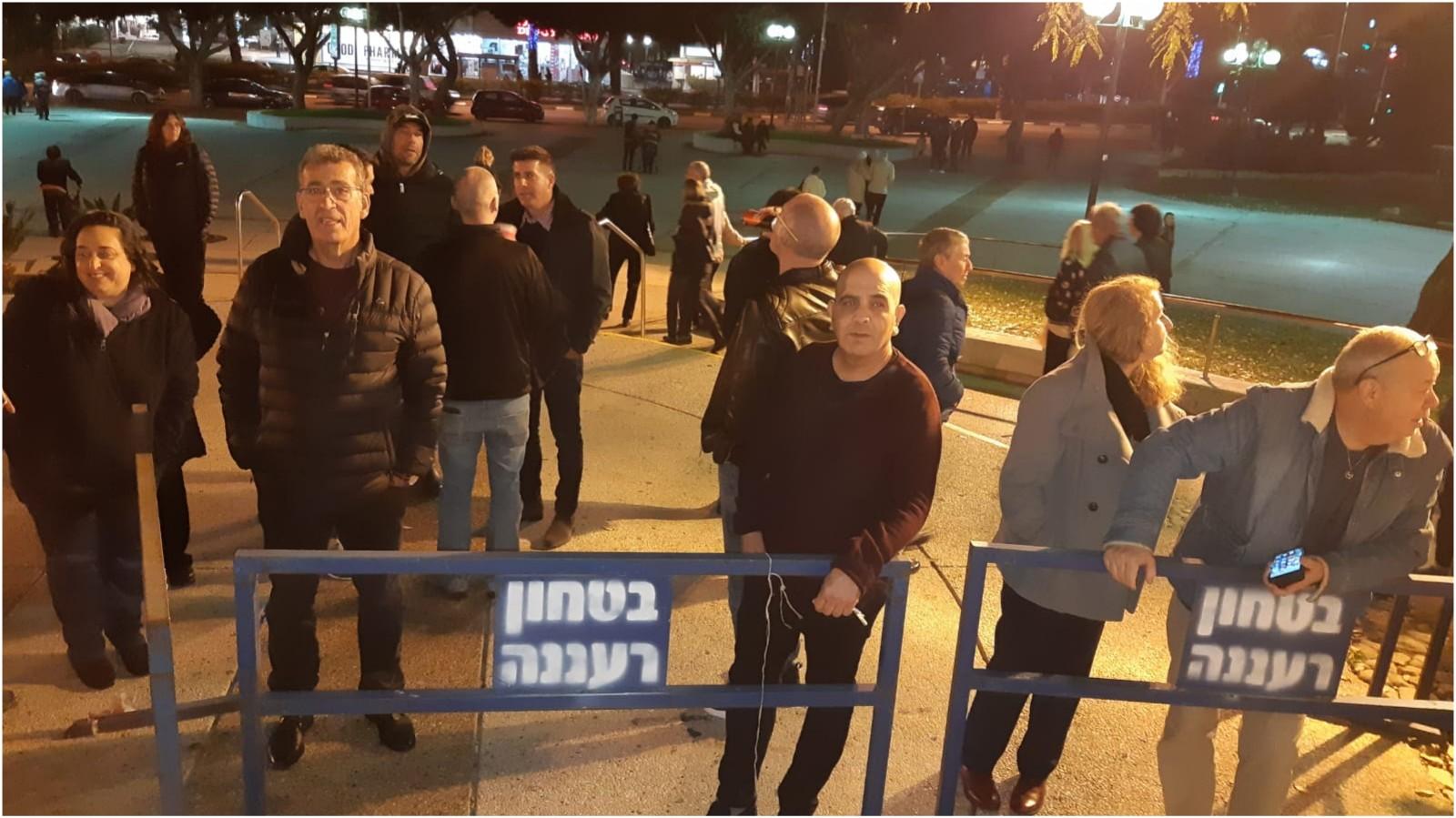 המחסומים והמפגינים שביקשו להיכנס לישיבת המועצה