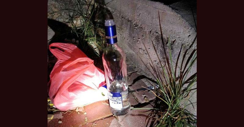 בקבוק אלכוהול שנמצא ברעננה צילום ארכיון סיירת ההורים של רעננה